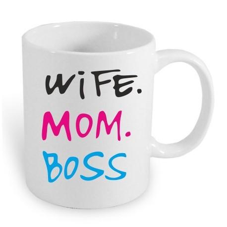 Dárkový hrníček: Wife, Mam, Boss. Žena, máma, šéf. Dárek pro maminku, který je lepší než slova