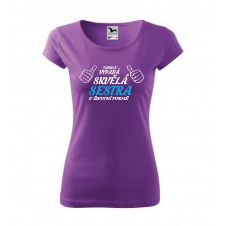 Dárek pro Sestru. Dámské dárkové tričko s nápisem: Takhle vypadá skvělá SESTRA v životní velikosti. Dárek pro sourozence.
